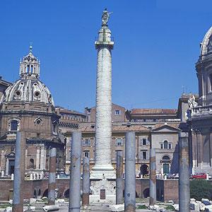 La colonna traiana in via dei fori imperiali a roma for Dove si trova la camera dei deputati